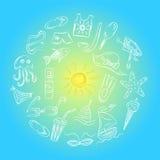 Desenhos da mão de símbolos das vagas do verão Rabiscar barcos, gelado, palmas, chapéu, guarda-chuva, medusa, cocktail, Sun arran Fotografia de Stock