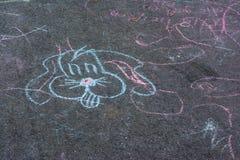 Desenhos de giz Asphalt Concrete Outdoors Public Urban das crianças P imagens de stock