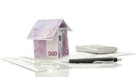 Desenhos e ferramentas arquitectónicos com casa do dinheiro Imagens de Stock Royalty Free