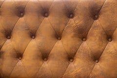 Deseniowego grunge brązu tapicerowania sztuczna skóra z nitami zdjęcia stock