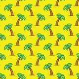 Deseniowy tropikalny drzewko palmowe na żółtym tle Egzotycznego drzewka palmowego bezszwowy wzór Zdjęcia Stock