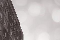 Deseniowych pokojów mieszkania kondominium blokowy styl na białym tle z marzycielskim rozmytym bokeh światłem obrazy royalty free