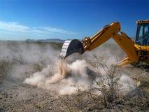Desenterrar el polvo en el desierto Imágenes de archivo libres de regalías