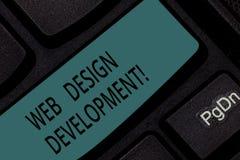 Desenvolvimento do design web do texto da escrita Web site tornando-se do significado do conceito para hospedar através da chave  ilustração do vetor