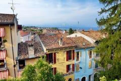 Desenzano在布雷西亚省的del加尔达、镇和comune美好的鸟瞰图,在伦巴第,意大利 库存照片