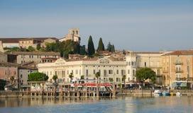 Desenzano del Garda, этап посадки и замок Стоковое фото RF