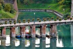 DESENZANO DEL GARDA, ITALY/EUROPE - 25. OKTOBER: Brücke in Desen stockbilder