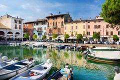 DESENZANO DEL GARDA WŁOCHY, WRZESIEŃ, - 23, 2016: Piękni widoki Desenzano Del Garda, miasteczko i comune w prowinci Bres, Obraz Royalty Free