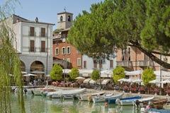 Desenzano hamn, Garda sjö royaltyfri bild