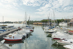 Desenzano hamn, sjö Garda, Italien royaltyfri foto