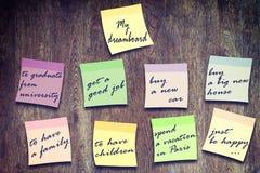 Deseos escritos en etiquetas engomadas multicoloras Fotografía de archivo libre de regalías