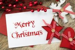 Deseos rojos y blancos y tarjeta de la Feliz Navidad Imagen de archivo libre de regalías