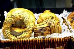 Deserów scones croissants asortowani cukierki Fotografia Royalty Free