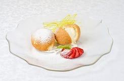 Deser śmietanka przy ciastkiem Obraz Royalty Free