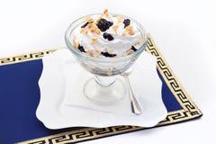 Deser, lody z przycina i orzechy włoscy Zdjęcia Royalty Free