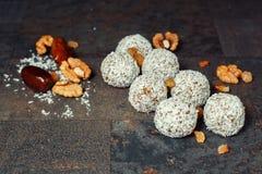 Deserowi koraliki z dokrętkami fotografia stock