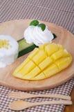 Deserowi słodcy kleiści ryż z mangowym kokosowym mlekiem obraz royalty free