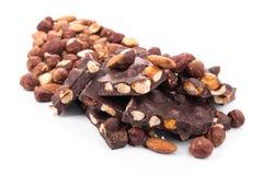 Deserowy czekoladowy kawałek z dokrętkami odizolowywać Obrazy Royalty Free