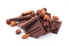 Deserowy czekoladowy kawałek z dokrętkami odizolowywać Zdjęcia Royalty Free