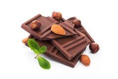 Deserowy czekoladowy kawałek z dokrętkami odizolowywać Obraz Royalty Free