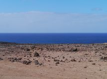 The desert and the Atlantic ocean on Fuerteventura Royalty Free Stock Photography