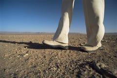 desert low man section walking στοκ εικόνες με δικαίωμα ελεύθερης χρήσης