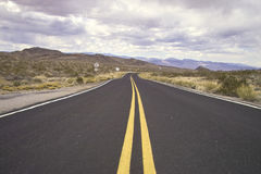 Desert road. A road in the mohave desert Royalty Free Stock Photography