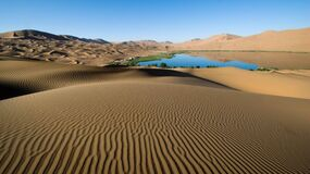 Desert sands and lake Royalty Free Stock Photo