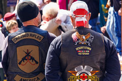 Desert Storm Veteran - Never Forget. Several members of the Rolling Thunder, Inc. and Patriot Guard Riders bow their heads in prayer during a parade honoring SFC Stock Photo