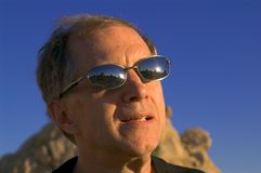 Desert-sunglasses. A middle-aged man in the desert, wearing sunglasses Royalty Free Stock Photos