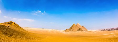 Free Desert With The Great Pyramids Of Giza Royalty Free Stock Photo - 107041325