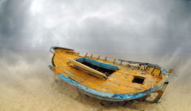 Deserted boat on a beach Royalty Free Stock Images