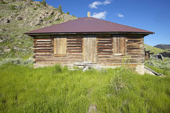 Deserted old prairie log cabin in Centennial Valley near Lakeview, MT Stock Photography