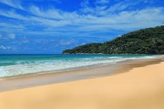 Desertera den tropiska ön Royaltyfri Bild