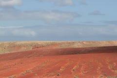Desertera den vulkaniska ointressanna maximala stenen fördärvar landskap i Lanzarote Arkivfoton
