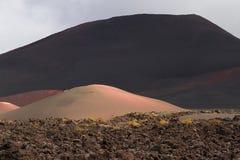 Desertera det vulkaniska landskapet för stenen i Lanzarote, kanariefågelöar Arkivbilder