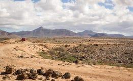 Desertera landskapet nära El Cotillo, Fuerteventura, Spanien Arkivfoton