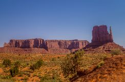 Desertera landskapet och klippor av monumentdalen, Utah Naturliga dragningar av Nordamerika arkivfoton