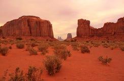 Desertera sikten i monumentdalen, Utah, USA Fotografering för Bildbyråer