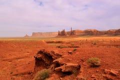 Desertera sikten i monumentdalen, Utah, USA Arkivfoton