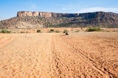 Deserto alla base della scogliera, Mali (Africa) Fotografie Stock