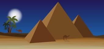 Deserto con la piramide Fotografia Stock Libera da Diritti