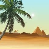 Deserto con la piramide Immagini Stock