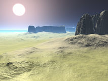 Deserto con le montagne sulla riva Immagini Stock Libere da Diritti