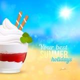 Deserto cremoso doce no fundo do seascape Imagens de Stock Royalty Free