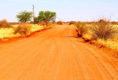 Deserto de Kalahari empoeirado vermelho da estrada da areia, Namíbia Fotos de Stock Royalty Free