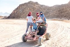 Deserto de Sahara - lazer e curso ativos a Egito imagens de stock royalty free