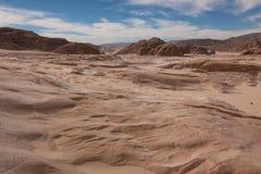 Deserto de Sinai com areia e sol sob o céu azul em dezembro Fotografia de Stock