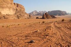 Deserto de Wadi Rum, inverno de Jordânia imagens de stock