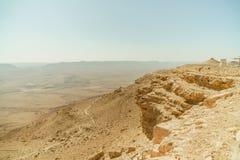 Deserto di Negev dell'Israele e mitzpe caldi Ramon del cratere fotografia stock